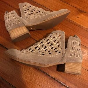 Jeffrey campbell size 8 booties